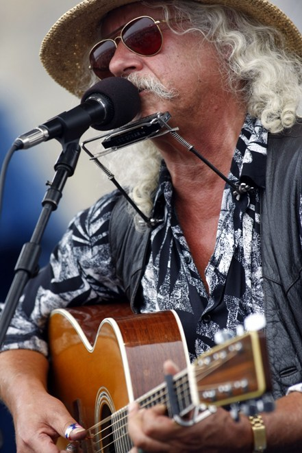 The Arlo Guthrie Band performs on Wednesday in Brownfield.