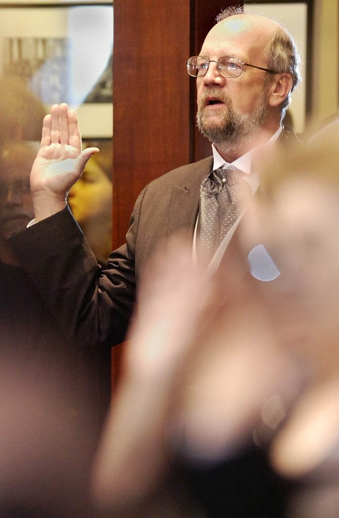 Speaker of the House Robert Nutting, R-Oakland, and the rest of House of Representatives take their oath of office from Gov. John Baldacci on the first day of the 125th Legislature at the State House this morning in Augusta.