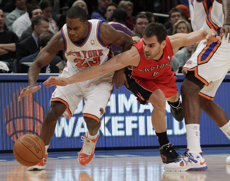 Toney Douglas, left, of the Knicks battles Toronto's Jose Calderon for a loose ball Wednesday night during New York's 113-100 victory, its sixth in a row.
