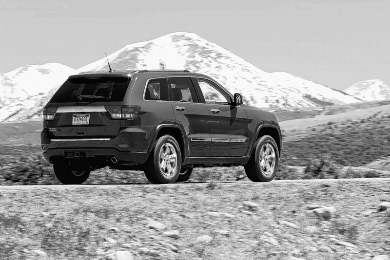 The 2011 Jeep Grand Cherokee is something that most SUVs today cannot aspire to be – a serious off-road vehicle.