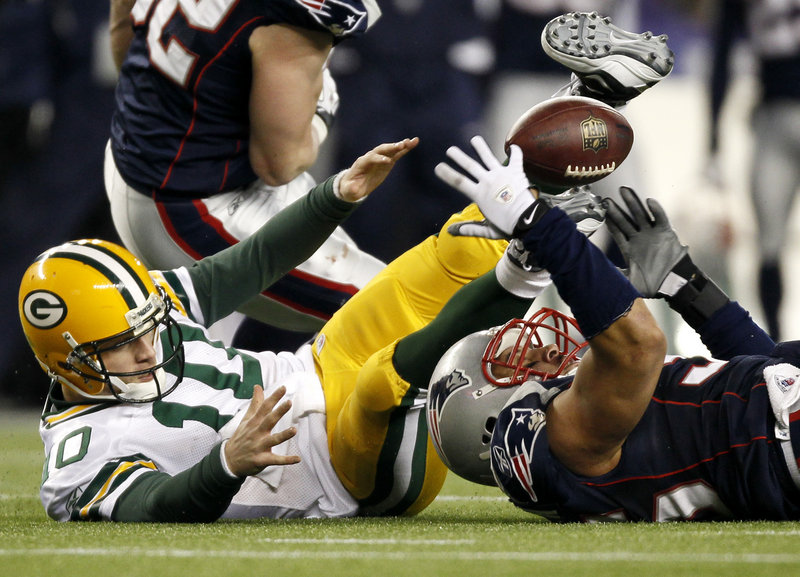 Packers QB Matt Flynn, far left, fumbles the ball after being sacked by Pats linebacker Tully Banta-Cain on the last play of the game Sunday in Foxborough, Mass.