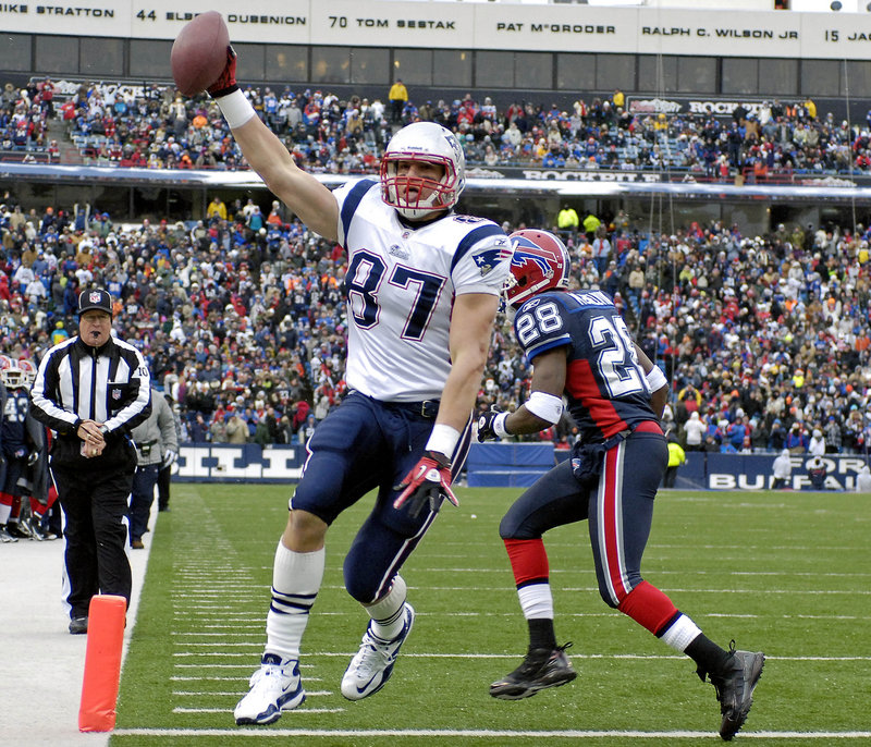 Tight end Rob Gronkowski beats Bills cornerback Leodis McKelvin for the first of his two 8-yard touchdown receptions from Tom Brady on Sunday in Orchard Park, N.Y. It was the Patriots' seventh straight victory.