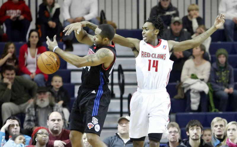 Jerry Smith of the Springfield Armor, left, and Jamar Smith of the Maine Red Claws look to control a loose ball Tuesday night during the Red Claws' 114-103 victory at the Expo.