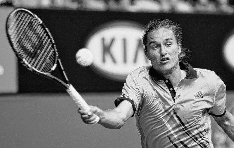 Alexandr Dolgopolov of Russia pulled off the biggest upset so far in the Australian Open men's draw, beating No. 4 seed Robin Soderling to reach the quarterfinals.