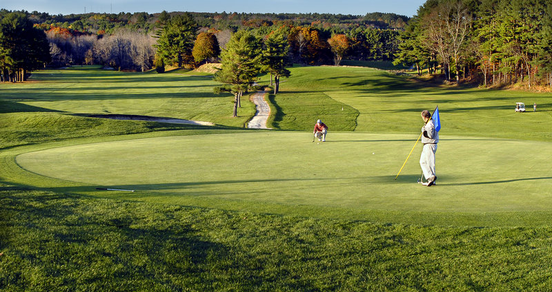 Don't let this golf course pass into private hands, a reader says.