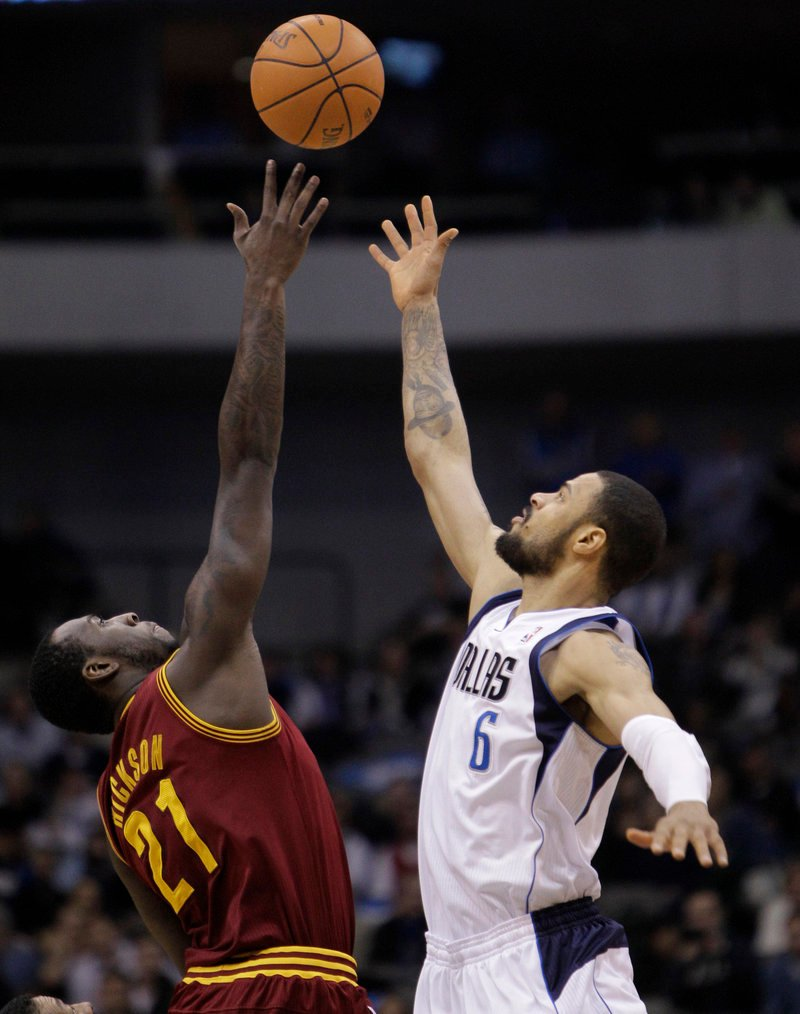 J.J. Hickson of the Cavaliers and Dallas' Tyson Chandler work for the ball Monday. The Cavs extended the worst NBA losing streak in history to 25 games.