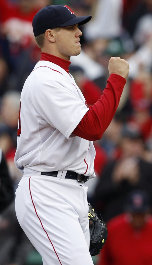 Jonathan Papelbon, coming off his worst season, ended the game by stifling the Yankees in a 1-2-3 ninth.