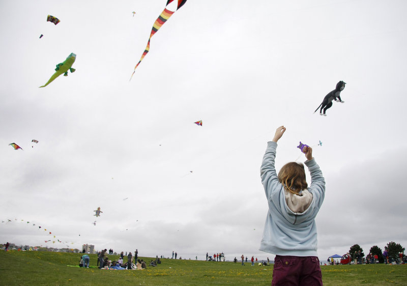 Cori Farnham, 10, of North Yarmouth tries to put her kite in the air.