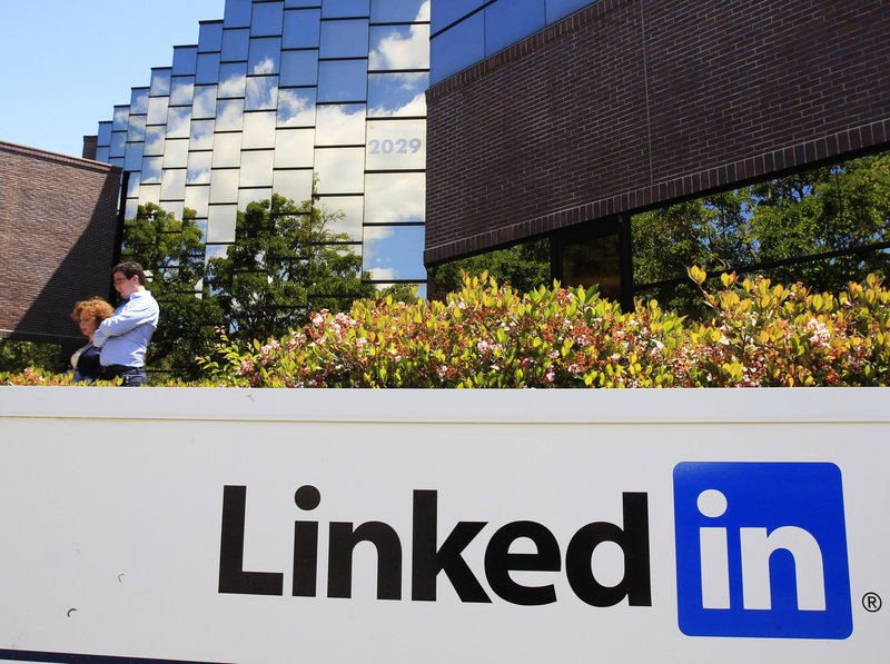 LinkedIn Corp., based in Mountain View, Calif., increased the price it's asking for shares of its initial public offering.
