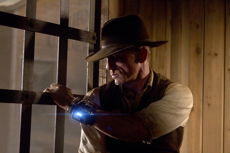 Daniel Craig plays a loner who wanders into an 1875 cowboy town with a glowing metal bracelet affixed to his wrist – a futuristic accessory that comes in quite handy when the unfriendly aliens come to town.