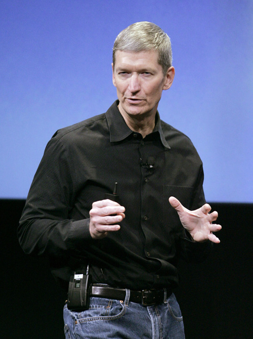 Tim Cook, who replaces Steve Jobs as CEO, gestures during a meeting at Apple headquarters in Cupertino, Calif., on Wednesday.