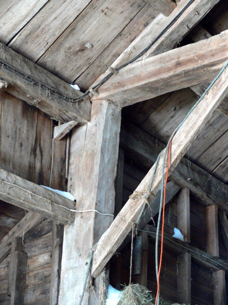 "Early settlers brought the ""English tying joint"" to New England, as seen in this circa-1800 Windham barn."
