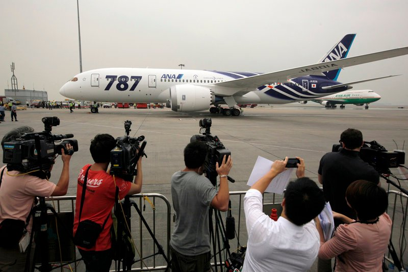 An All Nippon Airway Boeing 787 lands at Hong Kong International Airport on Wednesday after its inaugural commercial flight from Japan. The jet, nicknamed The Dreamliner by Boeing Corp., was packed with aviation reporters and enthusiasts.