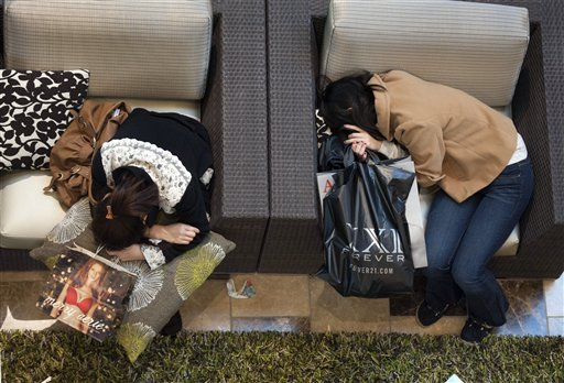 Black Friday shoppers take a rest at Westfield Galleria at Roseville in Sacramento, Calif., on Friday, Nov. 25, 2011. (AP Photo/The Sacramento Bee, Hector Amezcua) MAGS OUT; TV OUT; MANDATORY CREDIT 20111125_ha_blackfriday0270.jpg