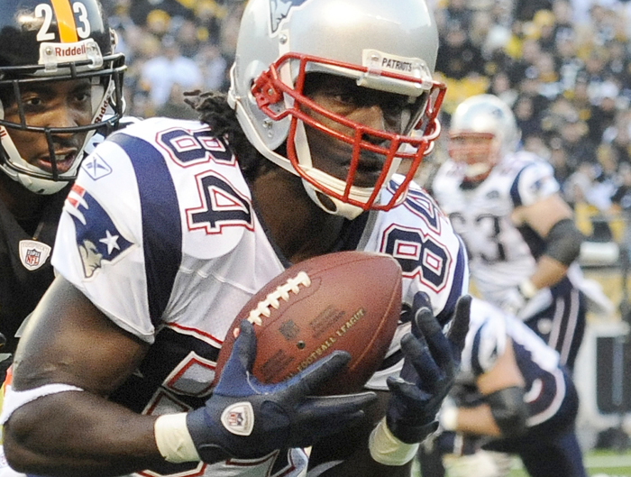 New England Patriots wide receiver Deion Branch pulls in a touchdown pass in front of Pittsburgh Steelers defensive back Keenan Lewis in last Sunday's game.