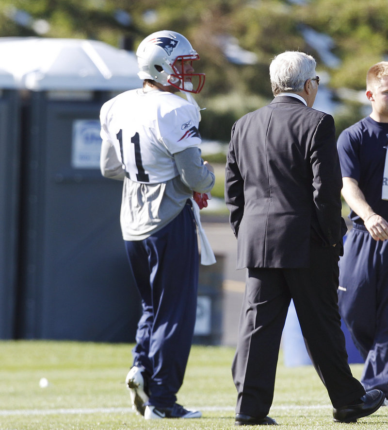 Julian Edelman chats with owner Robert Kraft at practice Wednesday. The Pats had little to say about Edelman, who was arrested Tuesday morning and charged with indecent assault and battery. He did practice with the team.