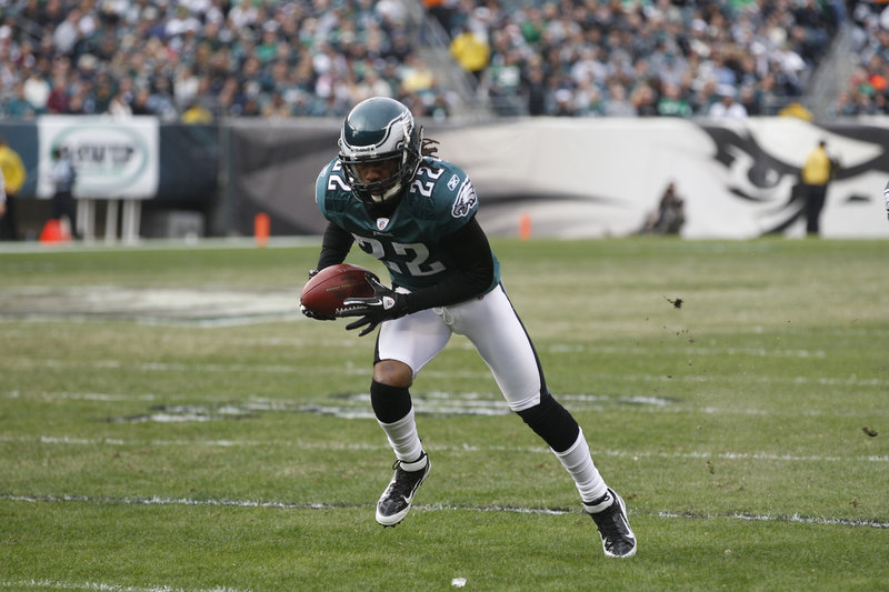 Cornerback Asante Samuel signed a six-year, $57 million contract with the Philadelphia Eagles after leaving the Patriots.