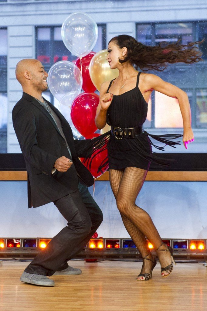 "J.R. Martinez shows his winning moves on ""Dancing with the Stars"" with partner Karina Smirnoff."