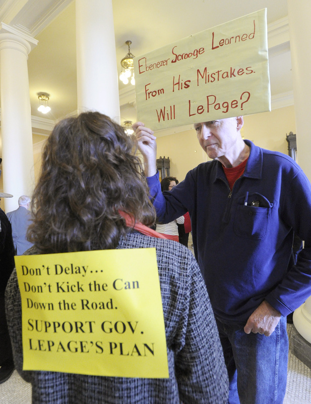 Bob Mulliken of Monmouth talks with Pamela Sutton of Warren, who has an opposing view.