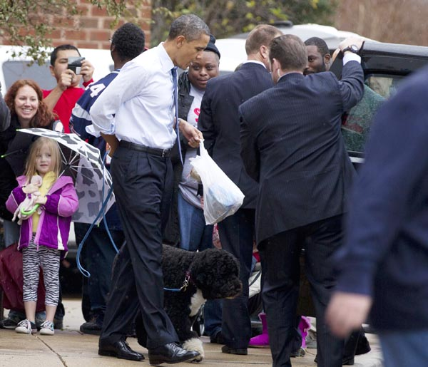 President Barack Obama and his dog Bo head for the motorcade after shopping at PetSmart today in Alexandria, Va.