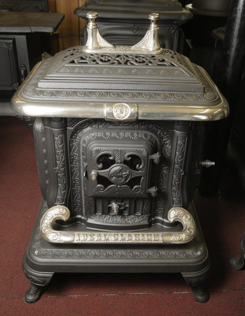 The top of this old Clarion wood stove rotates off to reveal a plate for a cookpot and also a large door to feed wood into the stove from the top.