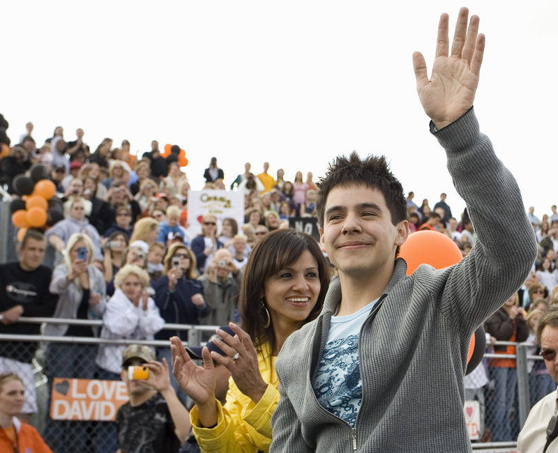 "Former ""American Idol"" contestant David Archuleta and his mother, Lupe Archuleta, center, acknowledge fans in May 2008 at his high school in Murray, Utah."