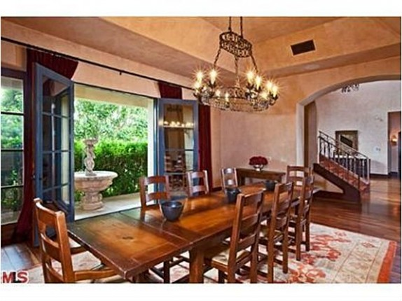 The dining area of the house that Avril Lavigne sold to Chris Paul.