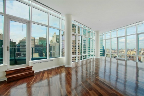 Oprah Winfrey's penthouse sits on the 36th floor and features 2,530 square feet of wall-to-ceiling windowed space as well as a 768-square-foot terrace.