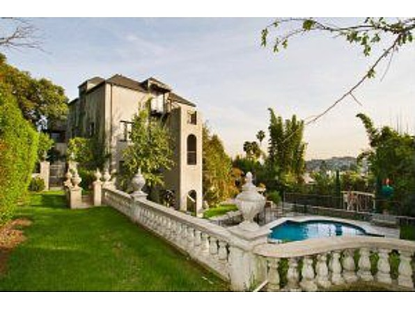 Before singer Katy Perry called it quits with Russell Brand, the couple shared this home in Los Feliz, California.