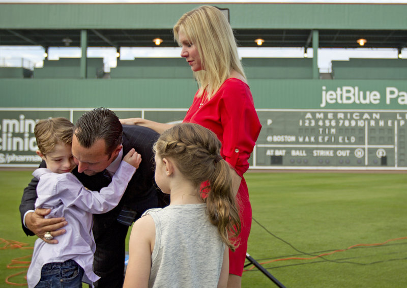 Tim Wakefield said Friday he believes now is the time to walk away from baseball and spend more time with his wife, Stacy, and his children, Trevor, 7, and Brianna, 6.
