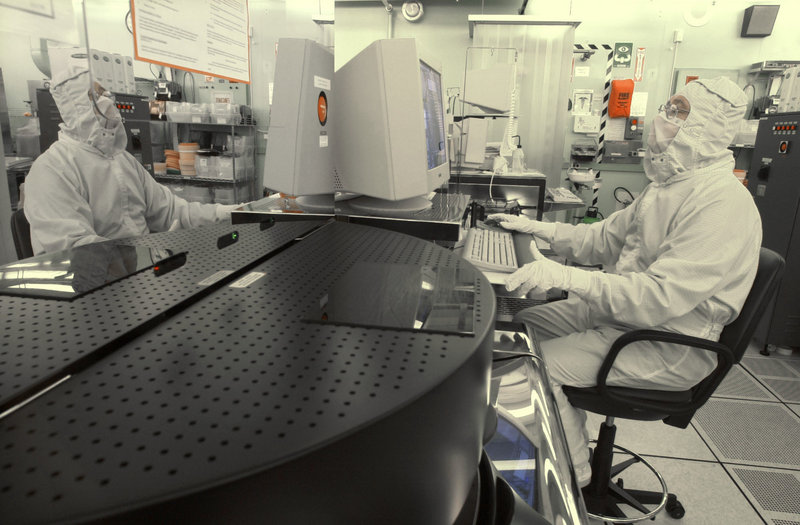 A technician works at the New Jersey Nanotechnology Center at Bell Labs in Murray Hill in 2004. Nanoparticles are increasingly showing up in FDA-regulated products like sunscreen and glare-reducing eyeglass coatings.