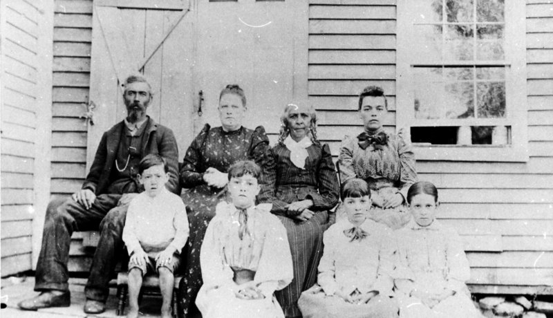The Loring Wallace family in 1900.