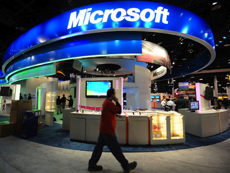 "Microsoft is scheduled to make a ""major"" announcement that has the Internet buzzing with talk that it would involve taking on Apple iPad with tablets running on Windows software."