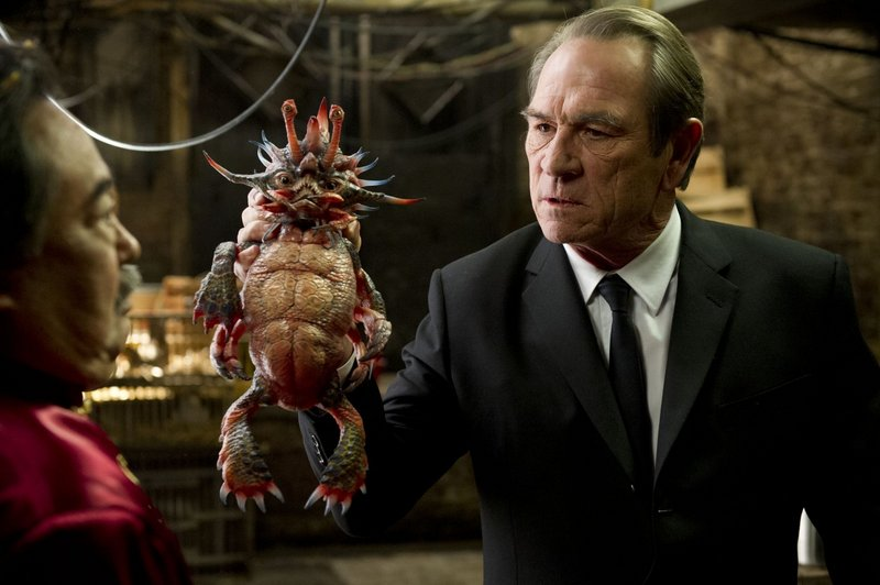 """Tommy Lee Jones with one of the aliens in """"MIB3."""""""