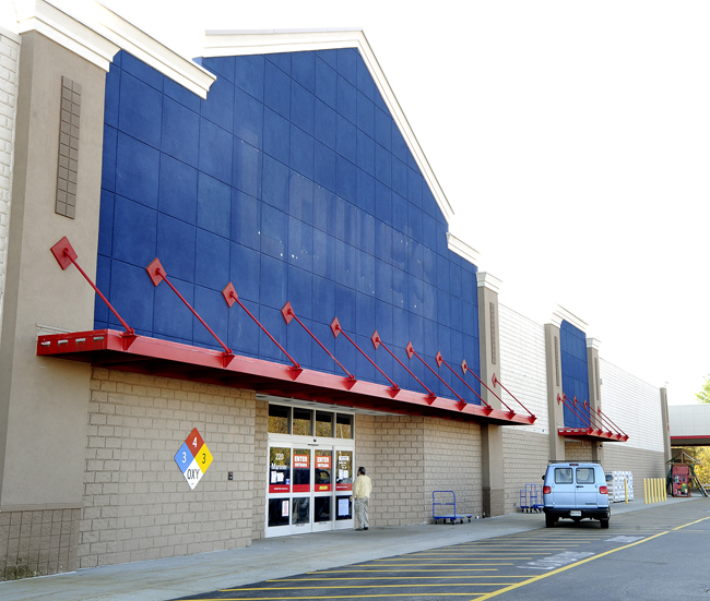 In this October 2011 file photo, a customer reads the closed memo on the door as Lowe's at Biddeford Crossing. The former Lowe's is getting a new tenant and an $11 million makeover.
