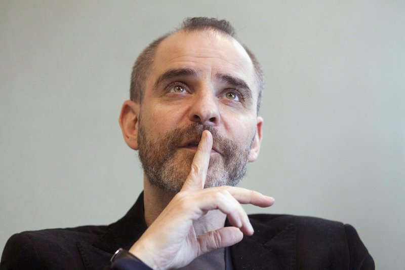Author David Rakoff, an award-winning humorist whose outlook on life and culture developed a loyal following, died Thursday.