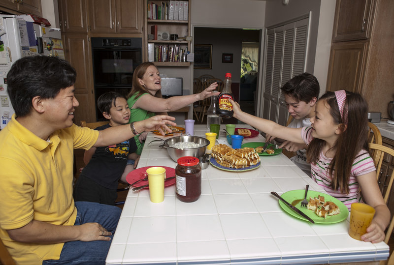 David Oh, left, and his family – Devyn, wife Bryn, Braden and Ashlyn – eat breakfast at 3 p.m. in La Canada Flintridge, Calif., last Tuesday. The family has been living on Mars time and following an odd schedule since the rover Curiosity landed Aug. 5.