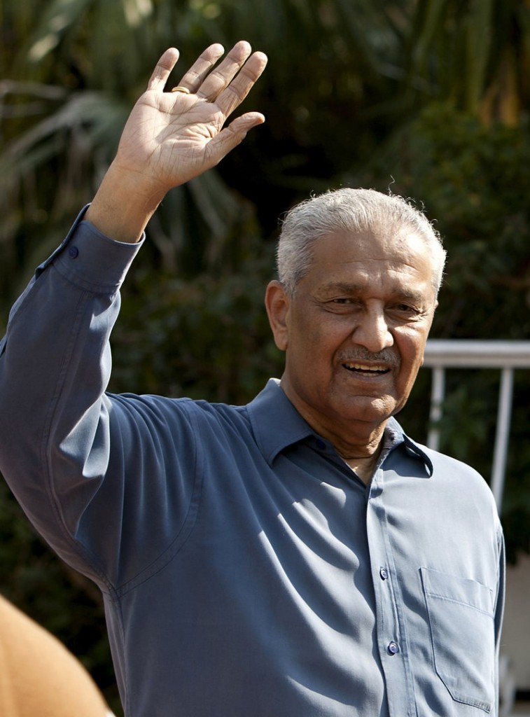 Abdul Qadeer Khan, viewed as a pariah in the U.S. and a national hero in Pakistan, aims to shake up the country politically.