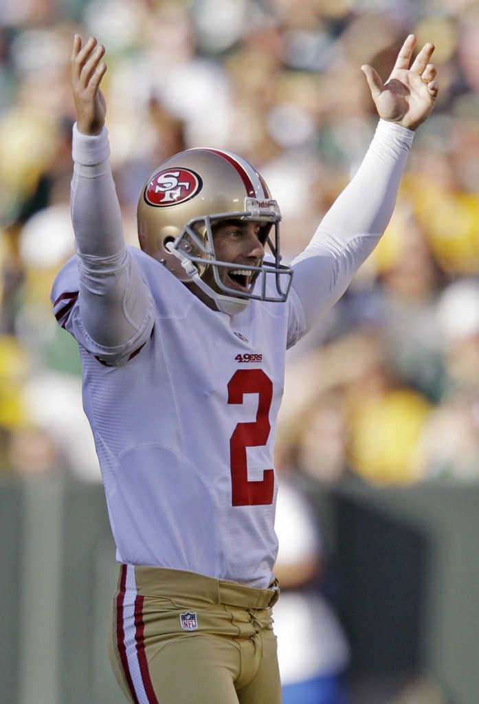 David Akers rejoices after kicking his record-tying 63-yard field goal Sunday in the 49ers' win over the Packers at Green Bay.