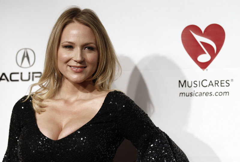 Singer Jewel arrives at the MusiCares Person of the Year gala honoring Barbra Streisand in Los Angeles in 2011. Jewel will perform at a benefit concert Oct. 29.