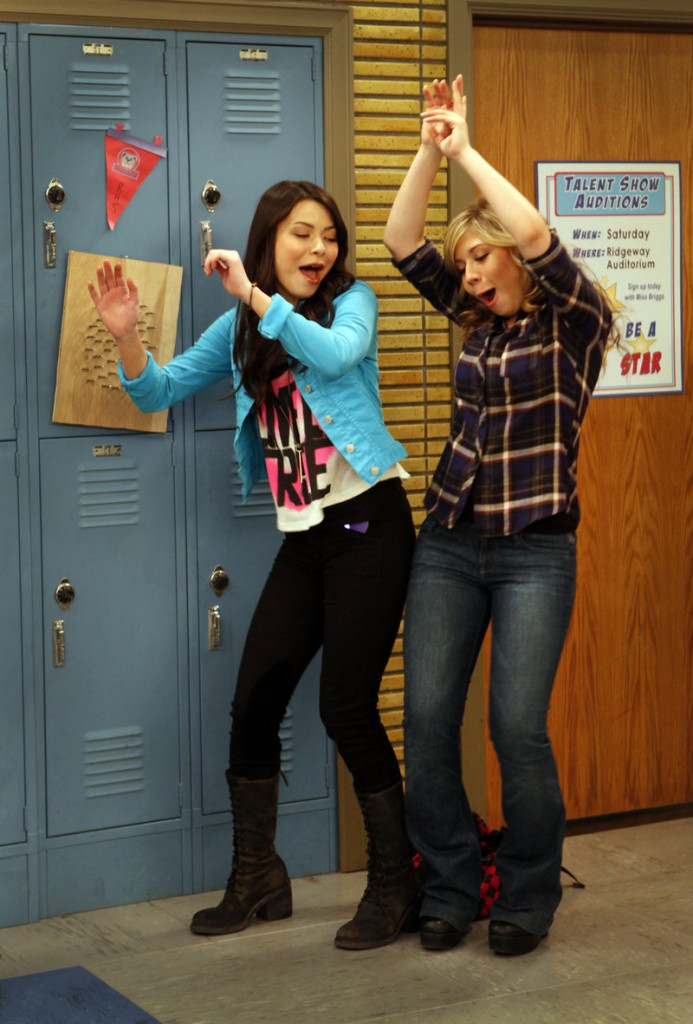 "Miranda Cosgrove, left, and Jennette McCurdy work on the set of ""iCarly,"" a show from Nickelodeon that spoke the language of a generation."