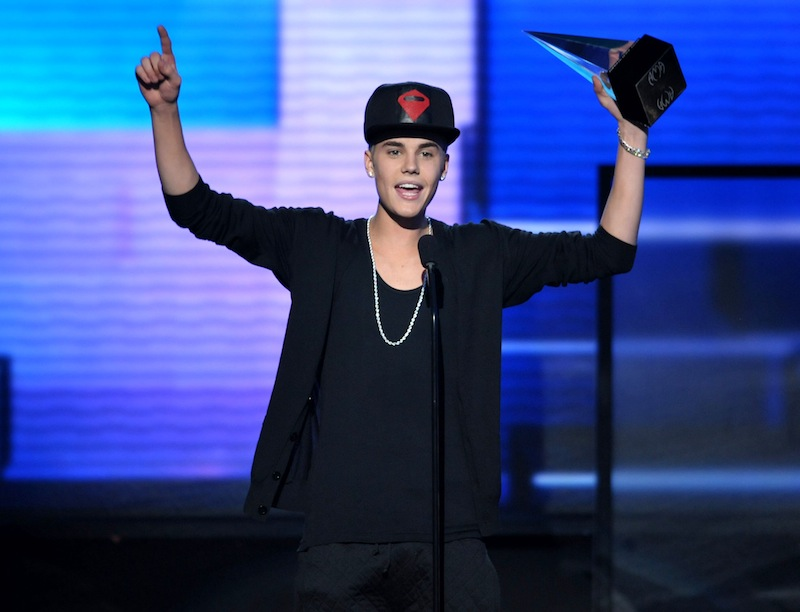 """In this Nov. 18, 2012 file photo, Justin Bieber accepts the award for favorite album - pop/rock for """"Believe"""" at the 40th Anniversary American Music Awards, in Los Angeles. New documents show an obsessed prisoner hatched a plot to castrate and kill the pop star. (Photo by John Shearer/Invision/AP, File)"""