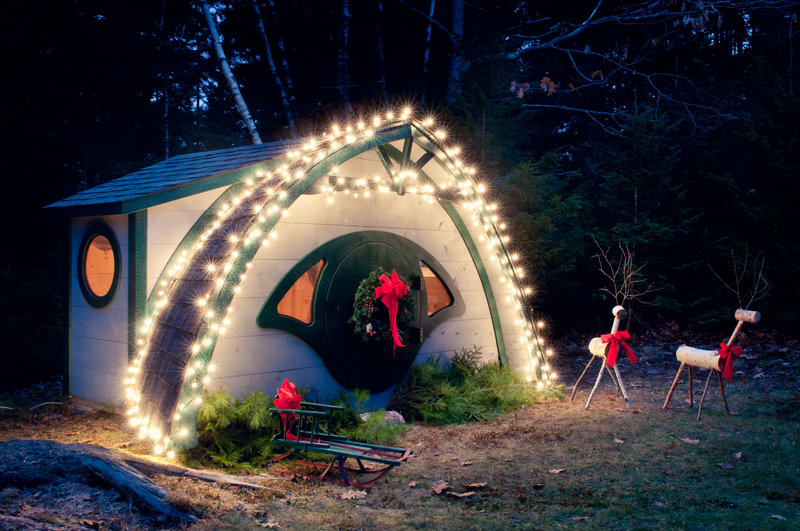 A Hobbit Hole shed is all decked out for the season.