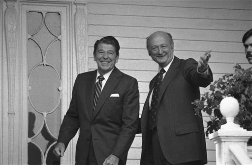In this Oct. 17, 1980, photo, New York Mayor Ed Koch gestures as he escorts Republican presidential nominee Ronald Reagan into Gracie Mansion in New York.