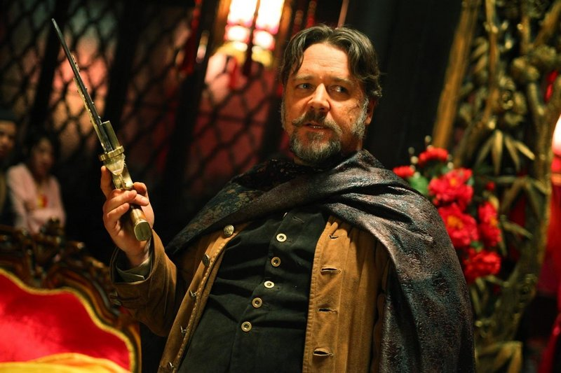 "Russell Crowe in ""The Man with the Iron Fists."""