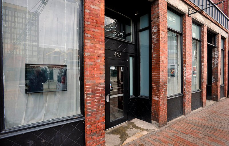 "Upscale nightclub Pearl has recently added to its space, opening up its ""Pearl Tap House"" where you'll find fancy drinks and an atmosphere conducive to conversation."