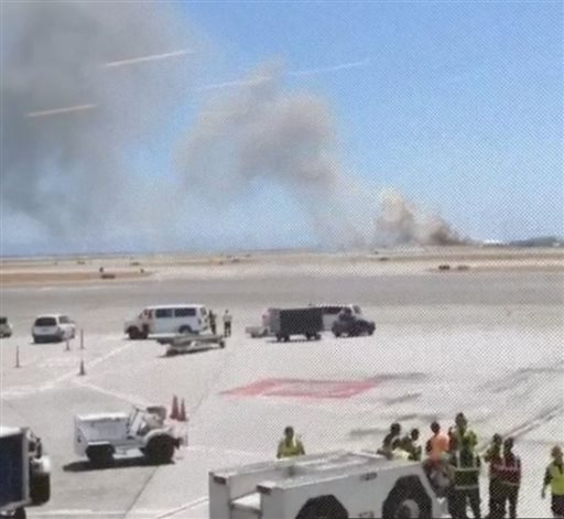 This photo provided by Wei Yeh shows what a federal aviation official says was an Asiana Airlines flight crashing while landing at San Francisco airport on Saturday.