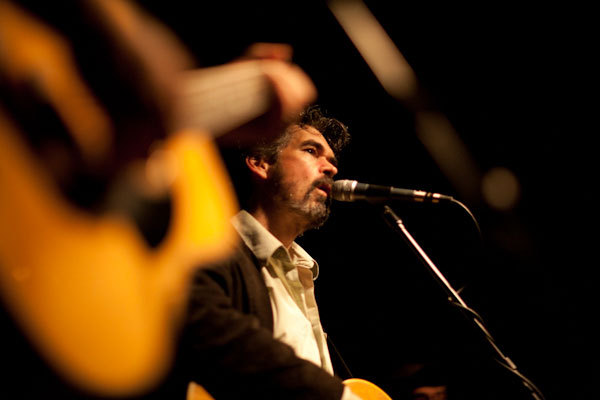 Slaid Cleaves performing.
