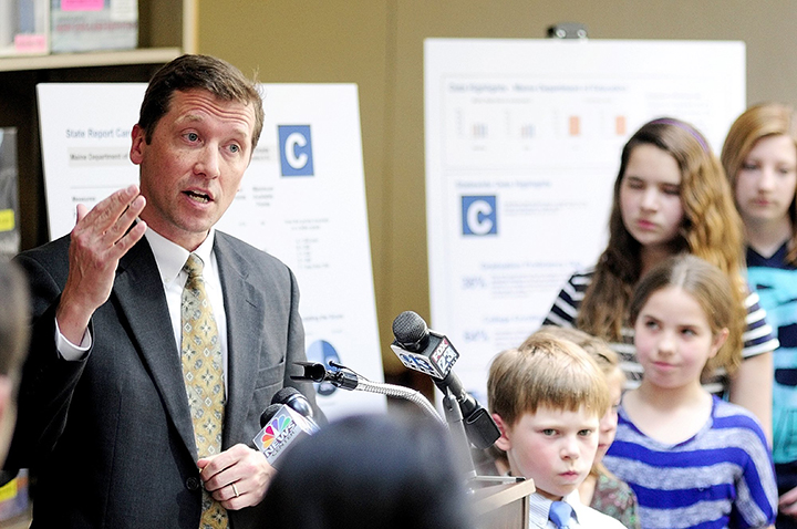 In this May 2013 file photo, education commissioner Stephen Bowen, surrounded by students, unveils the state's new A-F grading system at the Maine State Library.