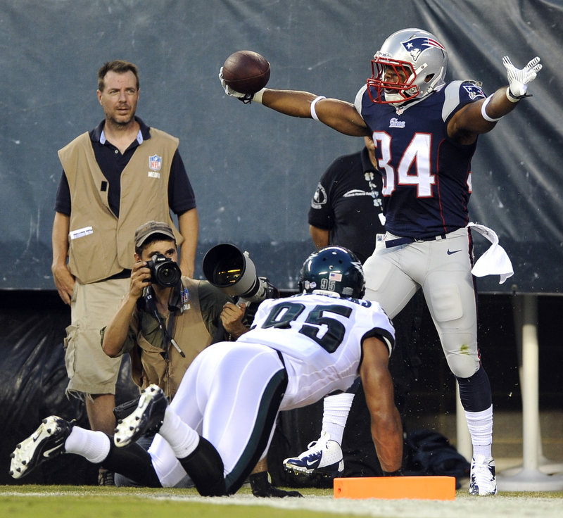 Shane Vereen of the New England Patriots celebrates Friday night after scoring on a 13-yard touchdown pass from Tom Brady against the Philadelphia Eagles. Linebacker Mychal Kendricks couldn't keep up with Vereen.